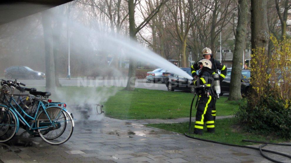 Scooter vat vlam graaf janstraat zoetermeer nieuws op for Gino krimpen aan den ijssel