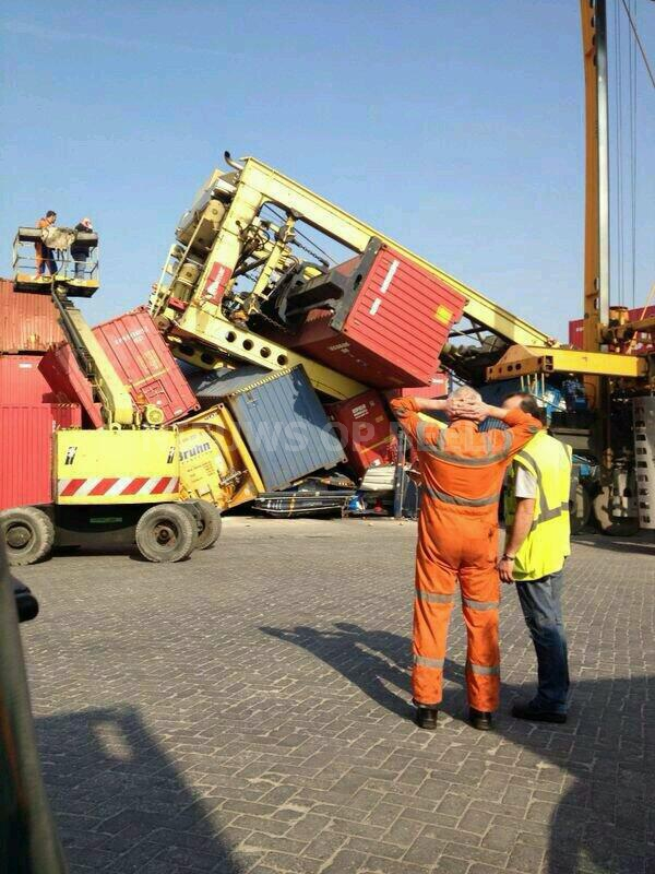 Gewonde na ongeval met containercarrier Reeweg Rotterdam