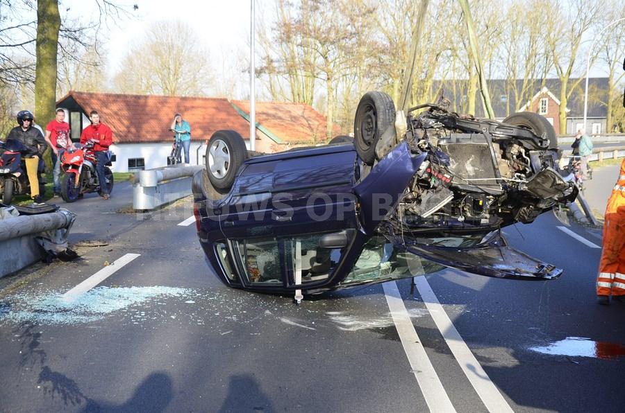Auto gelanceerd na eenzijdig ongeval Provincialeweg N228 Haastrecht