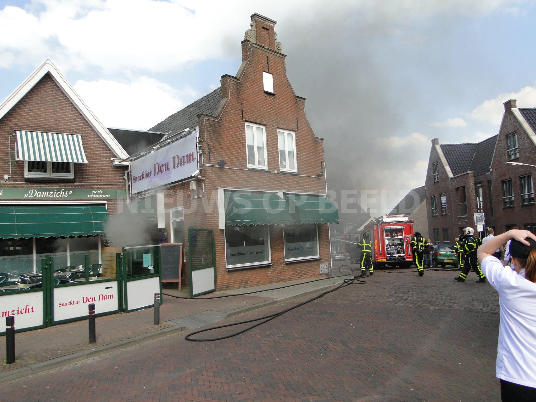 Brand zorgt voor flinke schade in snackbar Den Dam Kerkstraat Alblasserdam