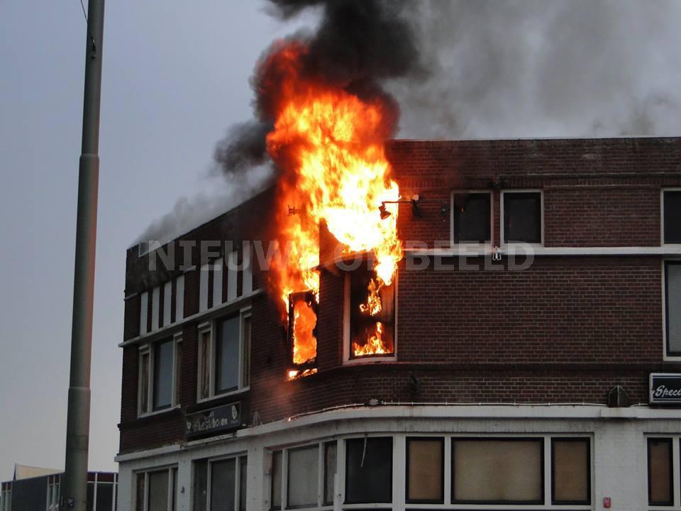 Onderzoek naar felle uitslaande brand in voormalig café Merwedestraat Dordrecht