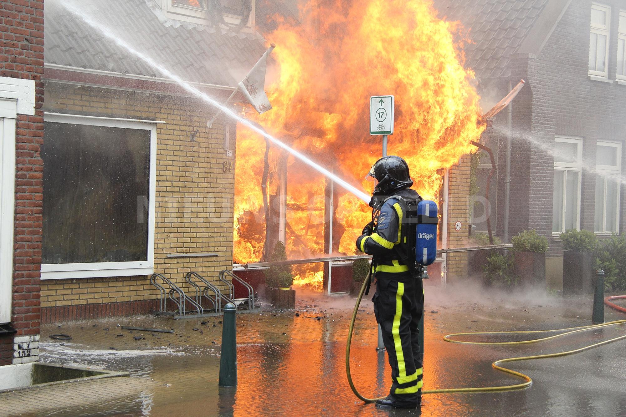 Zeer grote brand verwoest winkel van bakker Dorpsstraat Heerjansdam
