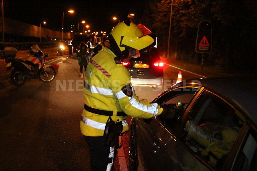 Politie voert grootschalige alcoholcontrole uit op Algerabrug Krimpen aan den IJssel