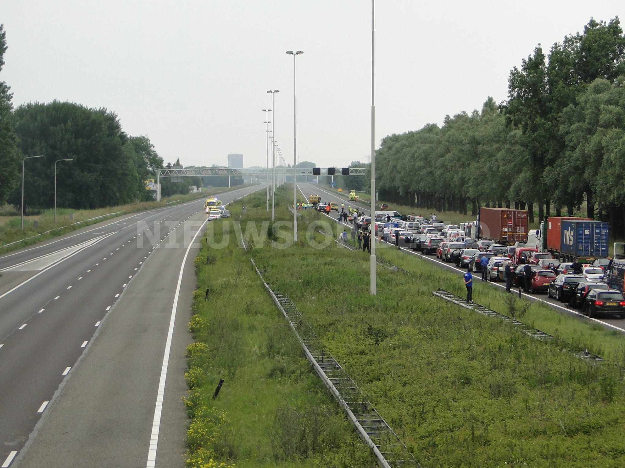 41-jarige motorrijder overleden na ernstig ongeval A16 Moerdijkbrug
