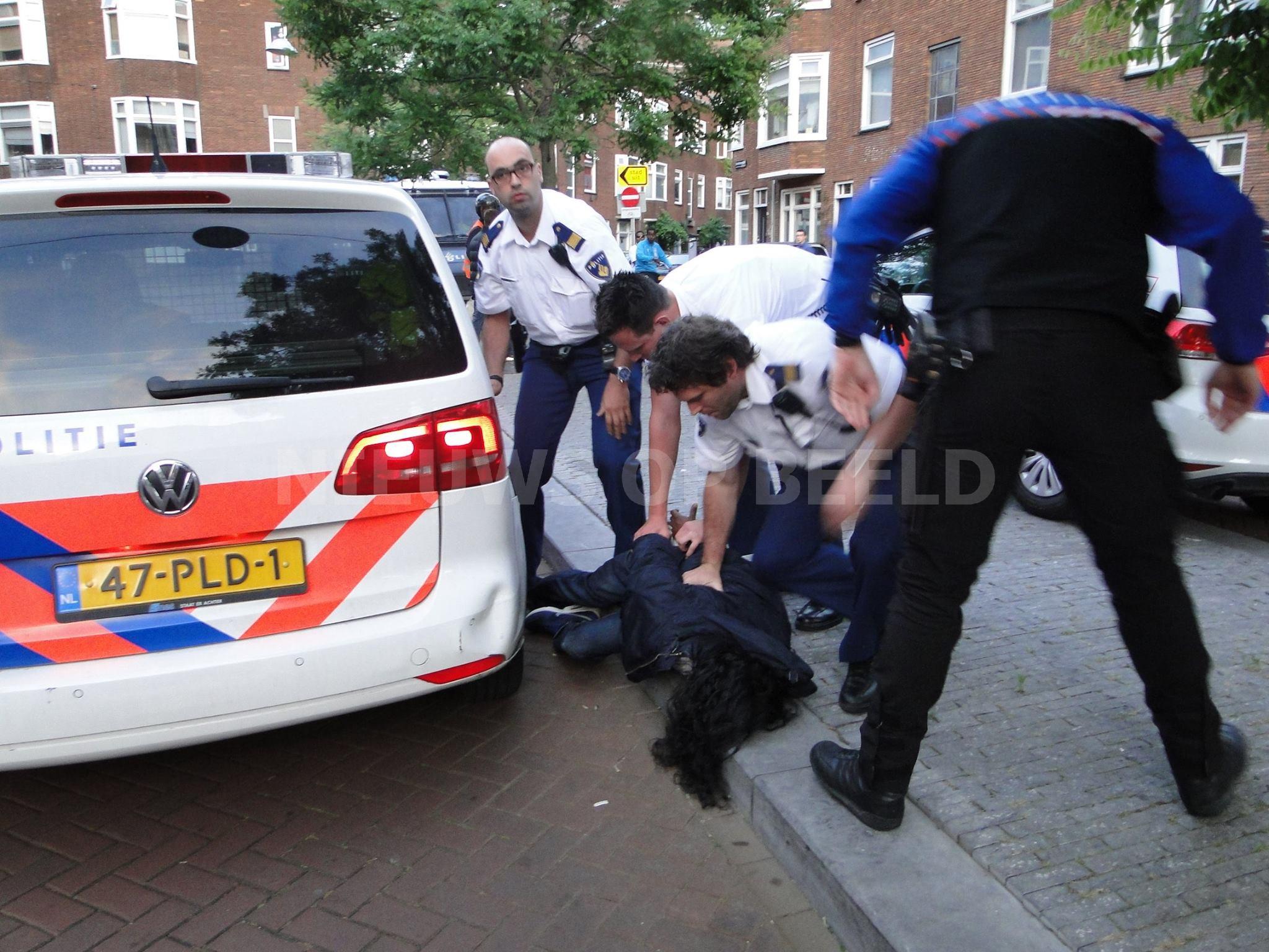 Agenten gebeten door zuiplap Bethlehemplein Dordrecht