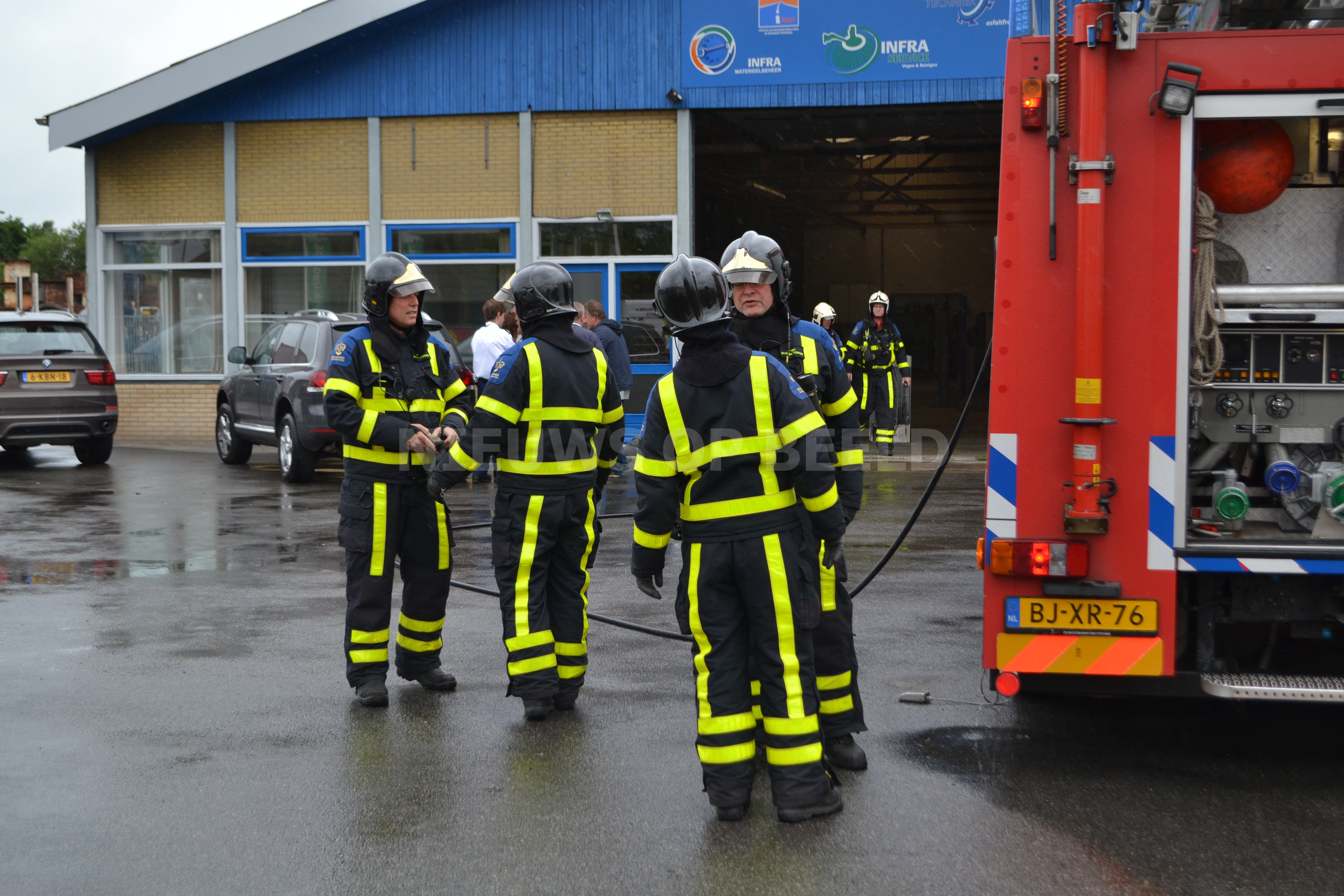 Lichtgewonden na brand in bedrijfspand Boonsweg Heinenoord