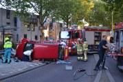 Auto op zijn kant bij fiks eenzijdig ongeval Evenaar Rotterdam [VIDEO]