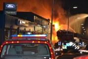 Zeer grote uitslaande brand verwoest bedrijf Noordenweg Ridderkerk [VIDEO]