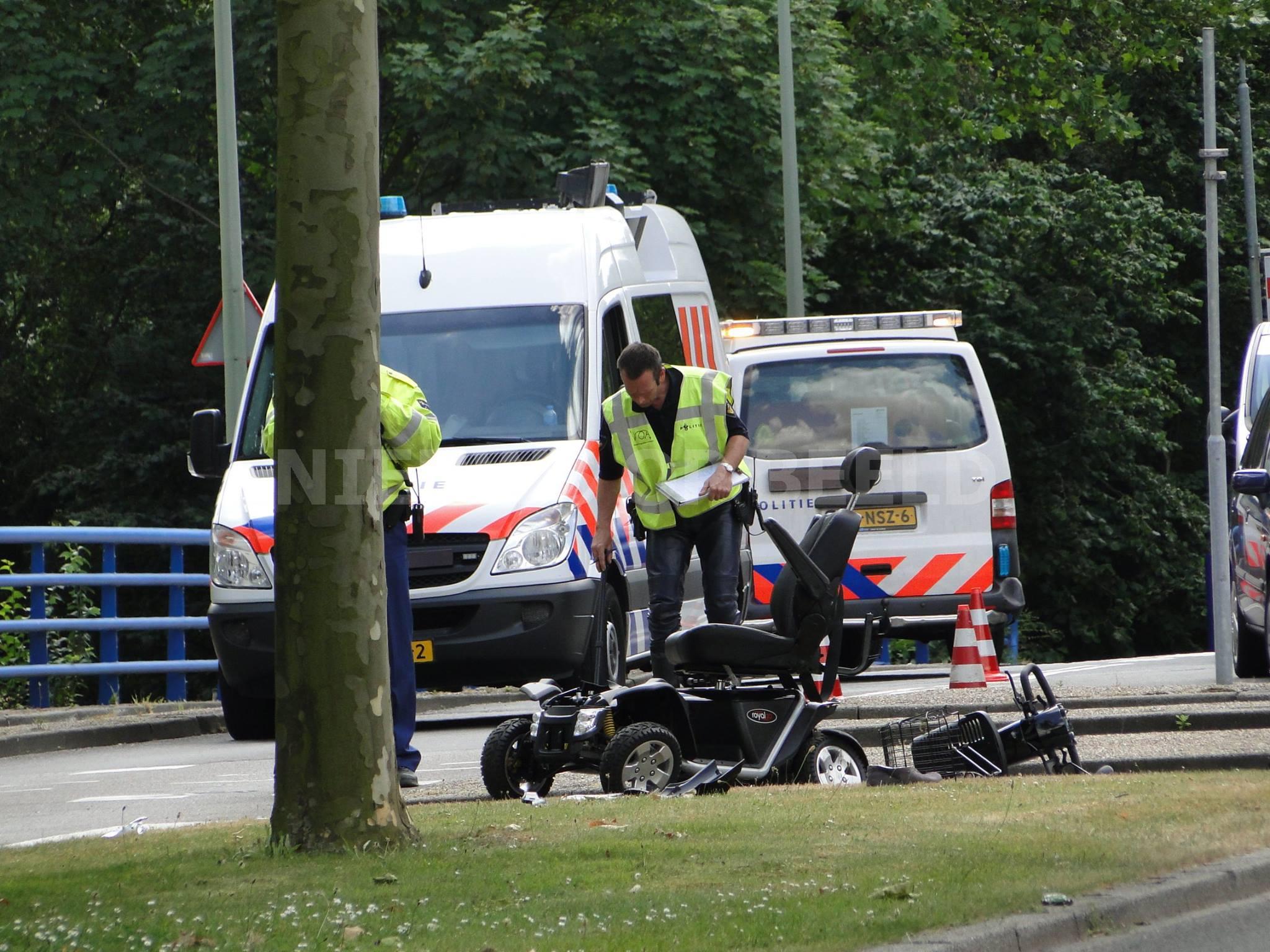 Scootmobiel totaal vernield na ongeval Galileilaan Dordrecht