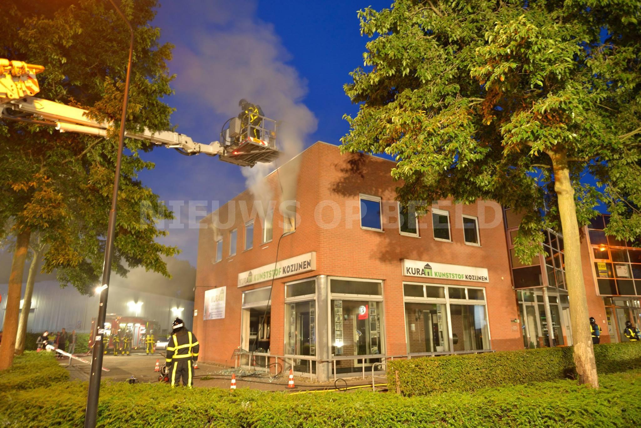 Grote brand in bedrijfspand van kunstofkozijnen Kelvinring Alblasserdam