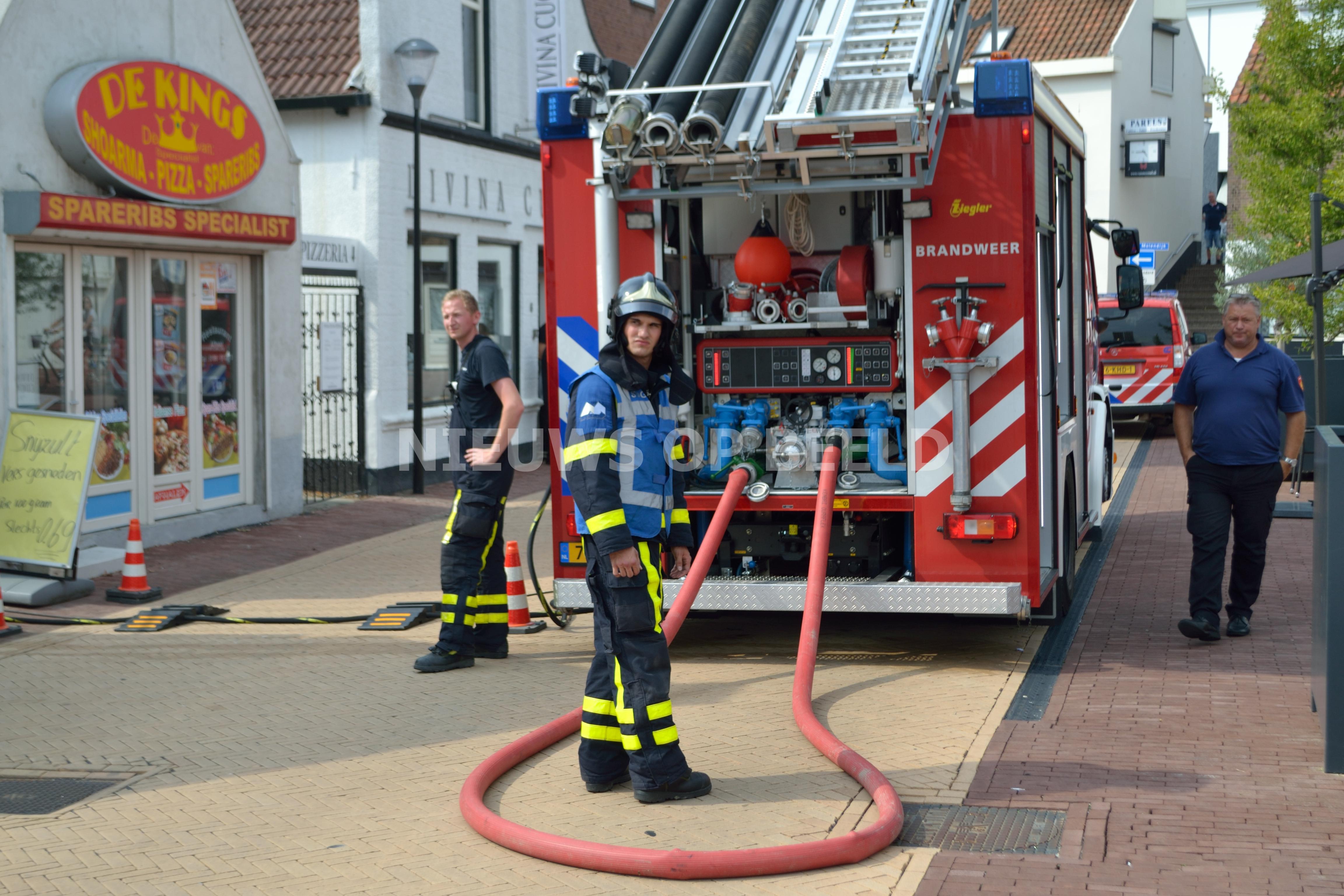 Kortsluiting veroorzaakt brand in meterkast winkel Nobelstraat Oud-Beijerland