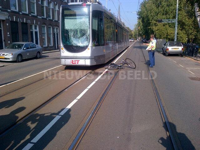 Fietser gewond na aanrijding met tram honingerdijk for Honingerdijk rotterdam