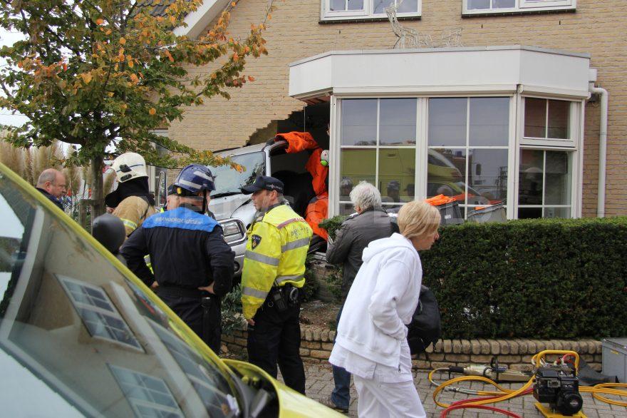 09-10-14-Marconistraat-Bleiswijk-ongeval-auto-woning-13