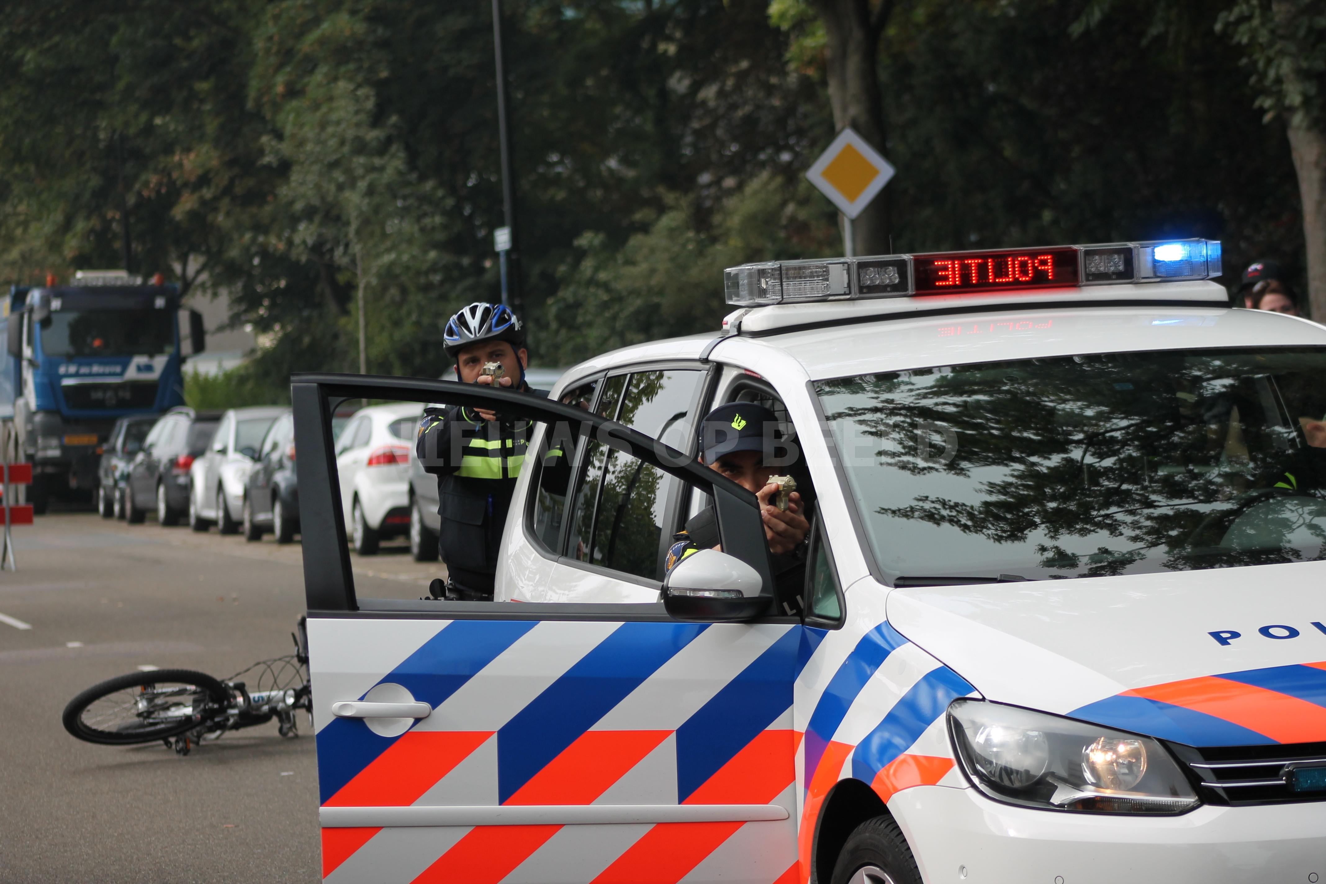 Mannen met nepvuurwapen op schoolplein aangehouden Campanulastraat Rotterdam