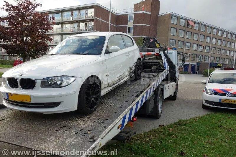 Wegpiraat crasht tijdens achtervolging met gestolen auto Averdijk Rotterdam
