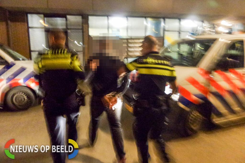 """Auto van straatrover met succes """"afgepost"""" Warmoezierstraat Den Haag"""