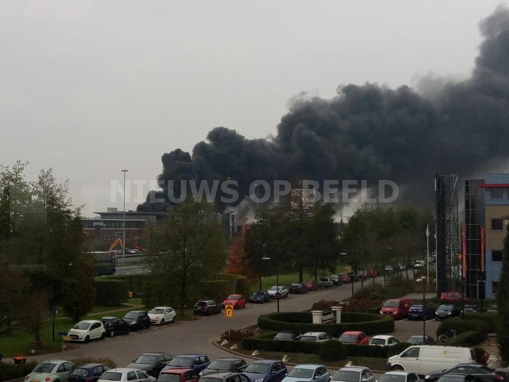 Enorme brand Hardinxveld-Giessendam ontstond mogelijk door vonk van auto