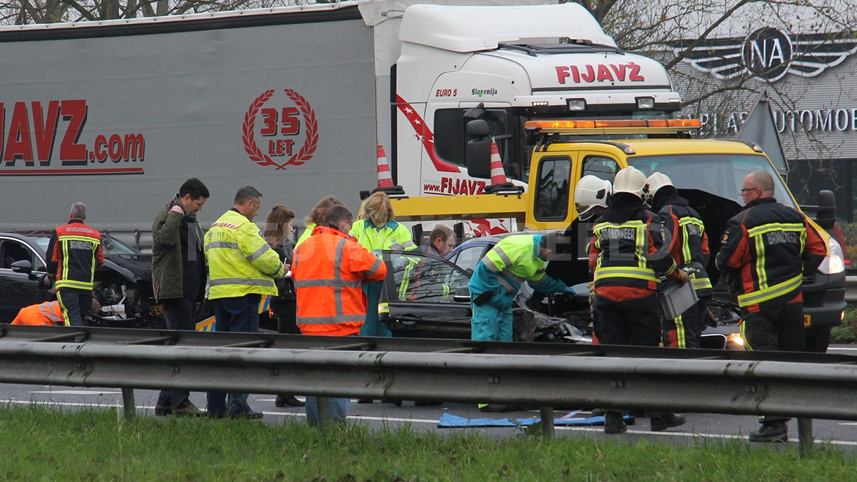 Veel schade en file na ongeval A20 Nieuwerkerk aan den IJssel