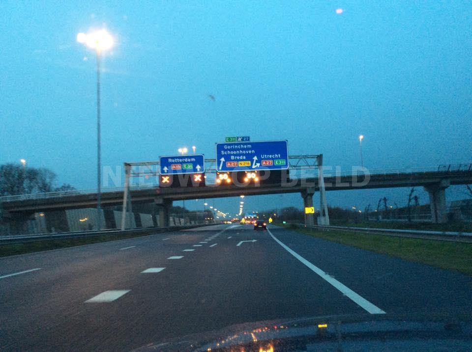 Snelweg A15 afgesloten na ongeval met meerdere voertuigen Gorinchem