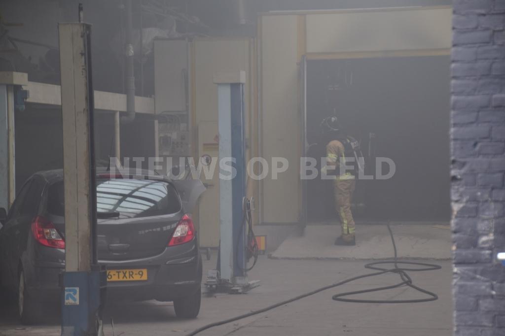 Auto Garage Rotterdam : Drie gewonden door brand in autogarage keenstraat rotterdam