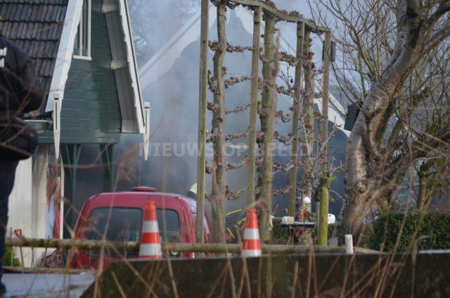 Felle brand in schuur veroorzaakt rookontwikkeling Bonrepas Vlist - Nieuws op Beeld