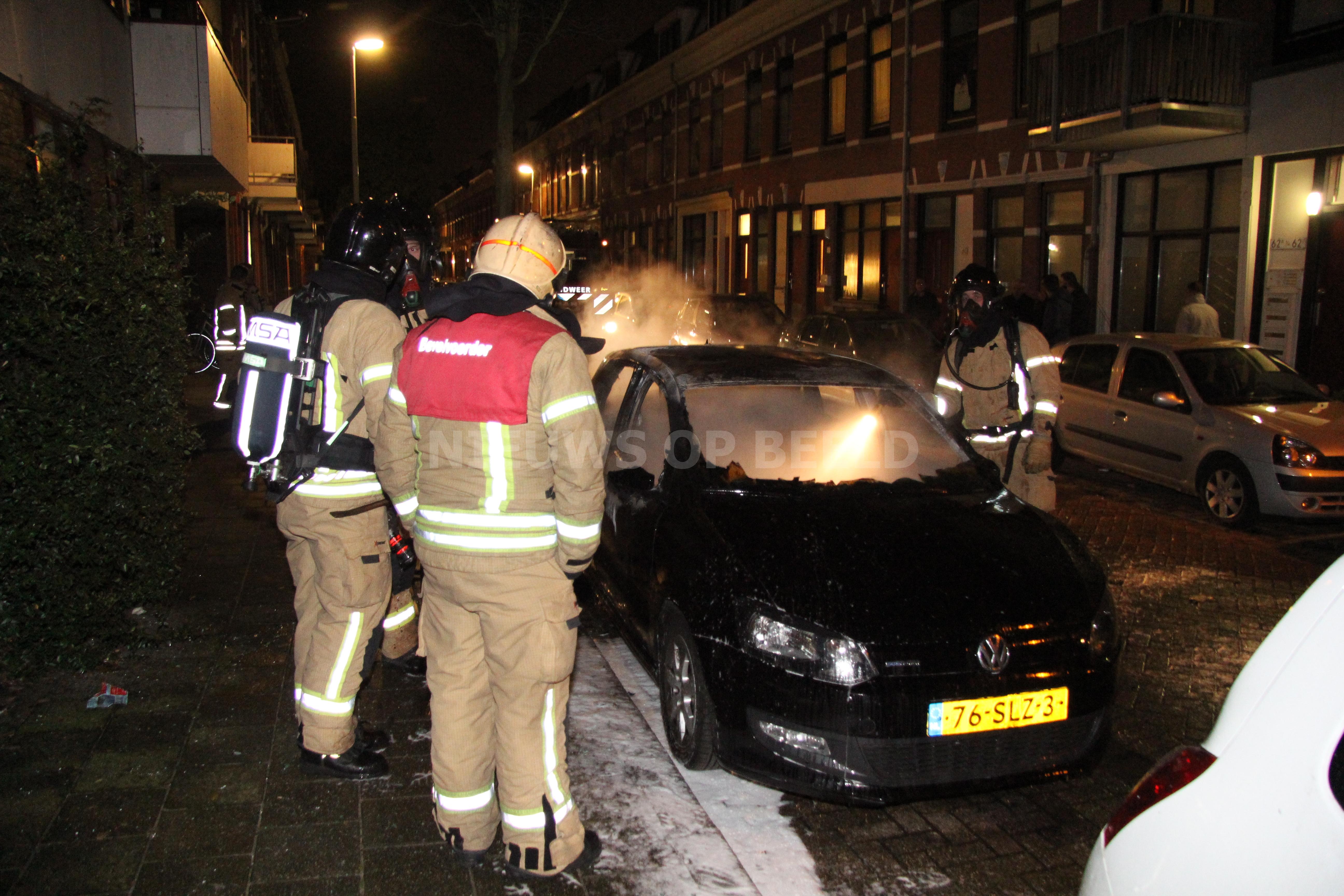 Auto volledig uitgebrand Ooievaarstraat Rotterdam