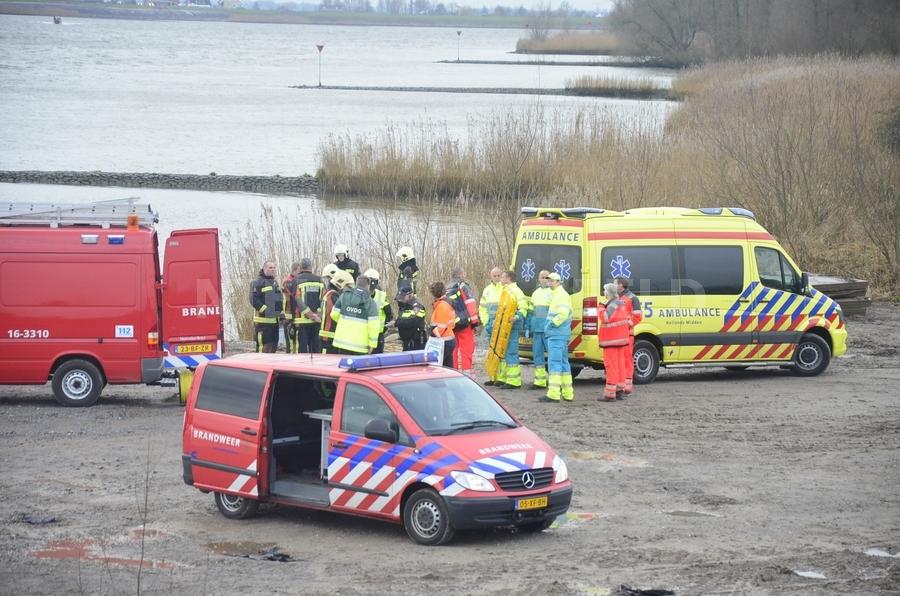 Grote zoekactie naar overboord geslagen persoon Lek Schoonhoven