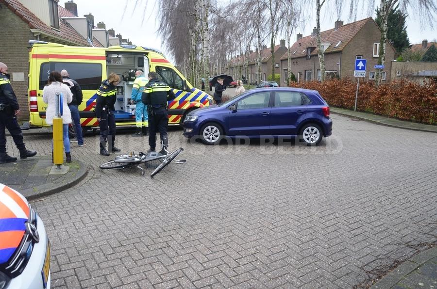 Vrouw op fiets gewond na ongeval Bredeweg Haastrecht