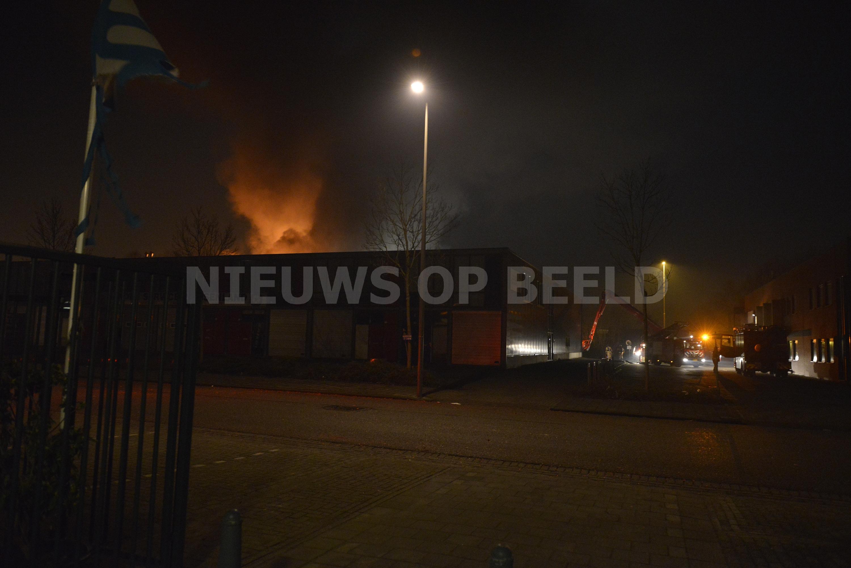 Grote brand in bedrijfspand Anthonetta Kuijlstraat Rotterdam (video)