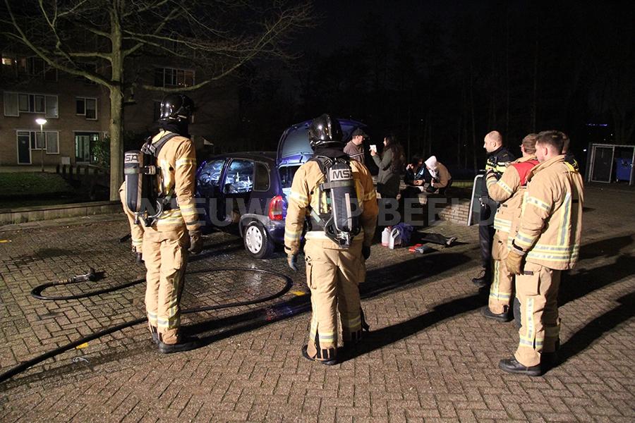 Auto in brand gestoken Akkabapad Rotterdam