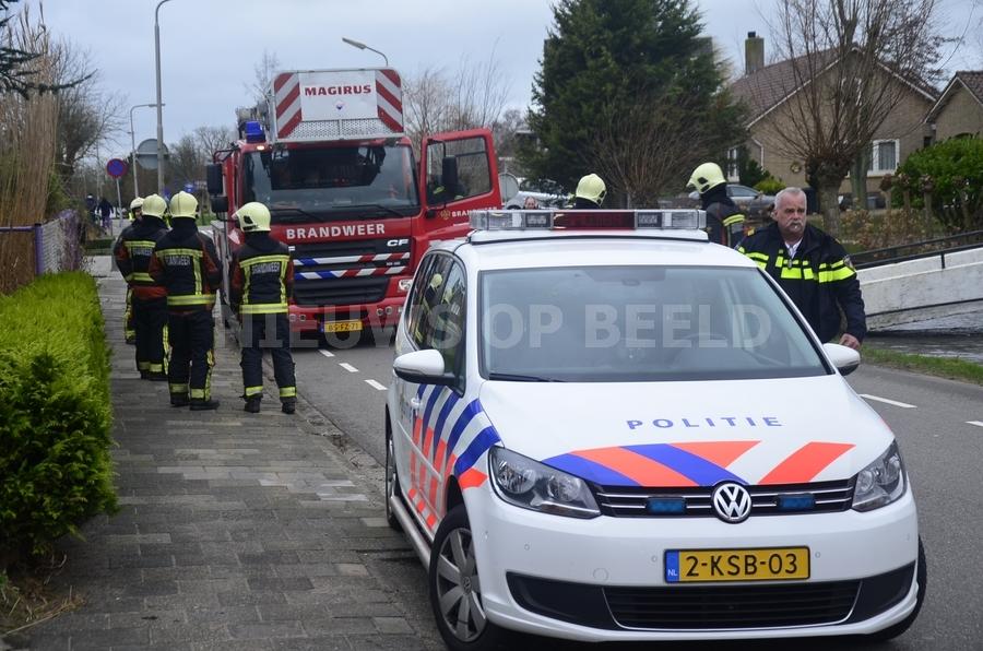 Brandweer verwijderd loshangende takken Tussenlanen Bergambacht