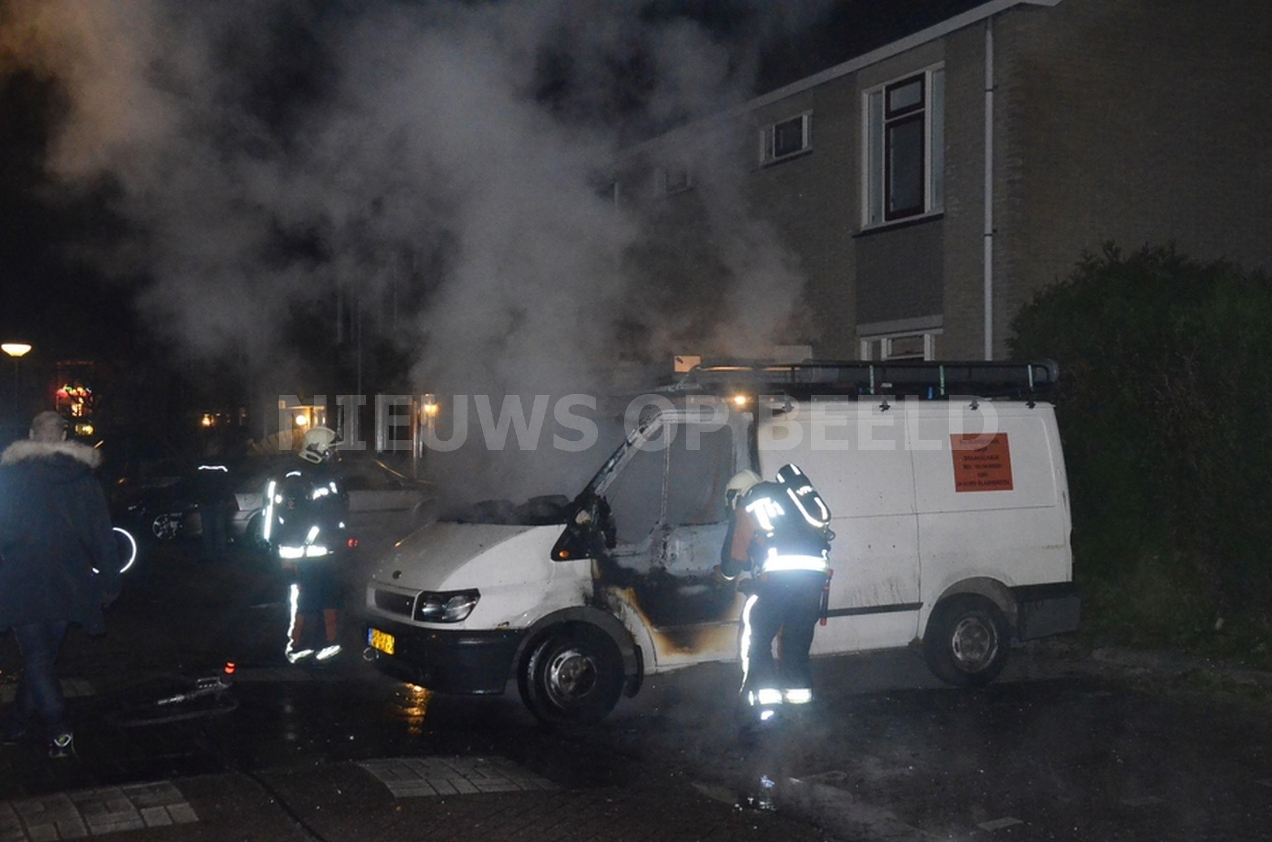 Bestelbus in brand aan het Dammaspolderpad in Gouda
