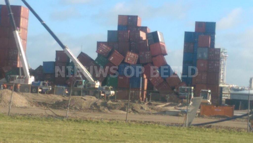 Containers vallen om als dominostenen in haven Rotterdam