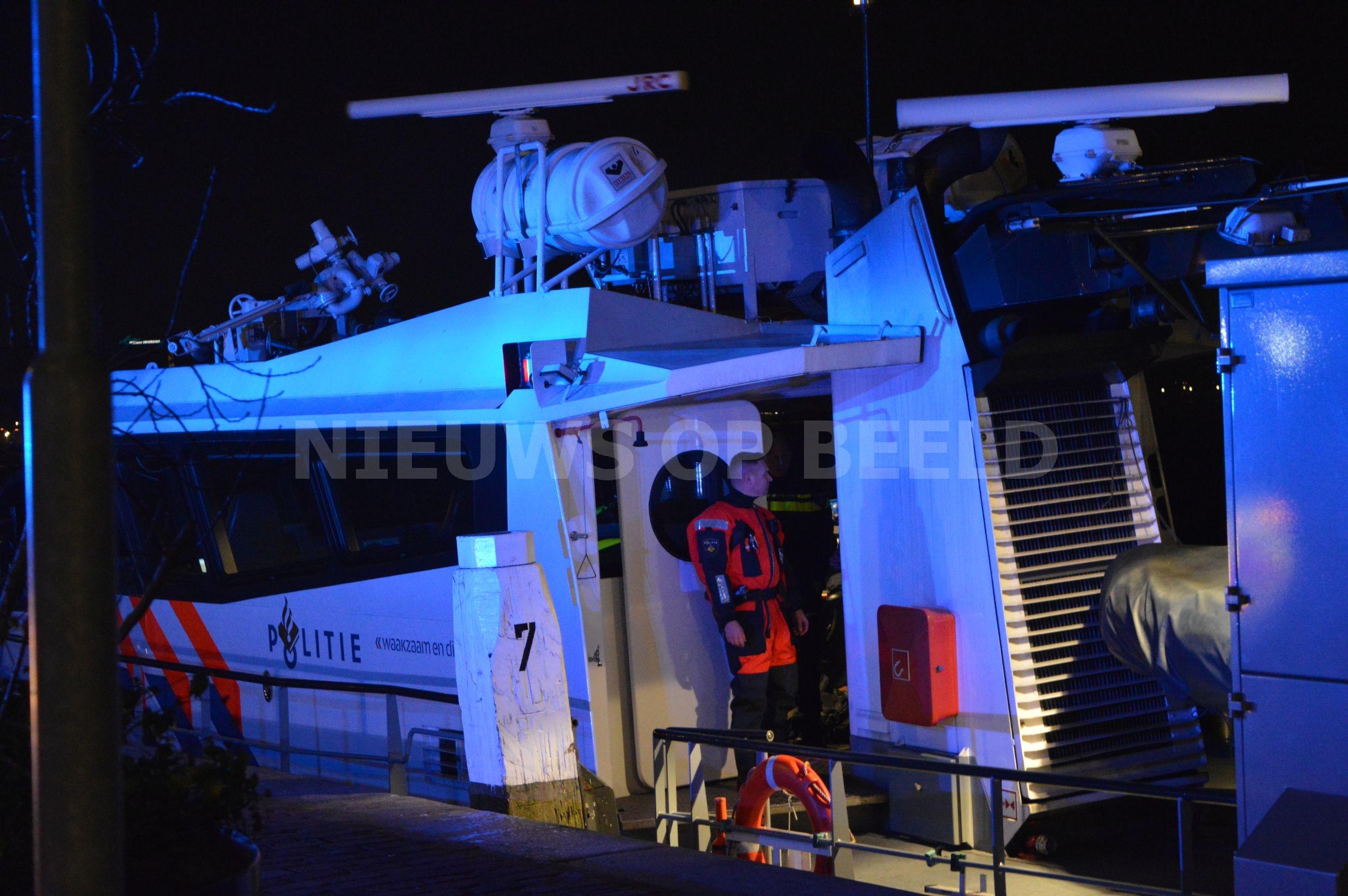 Verstekeling aangetroffen op binnenvaartschip Bartel Wiltonkade Rotterdam