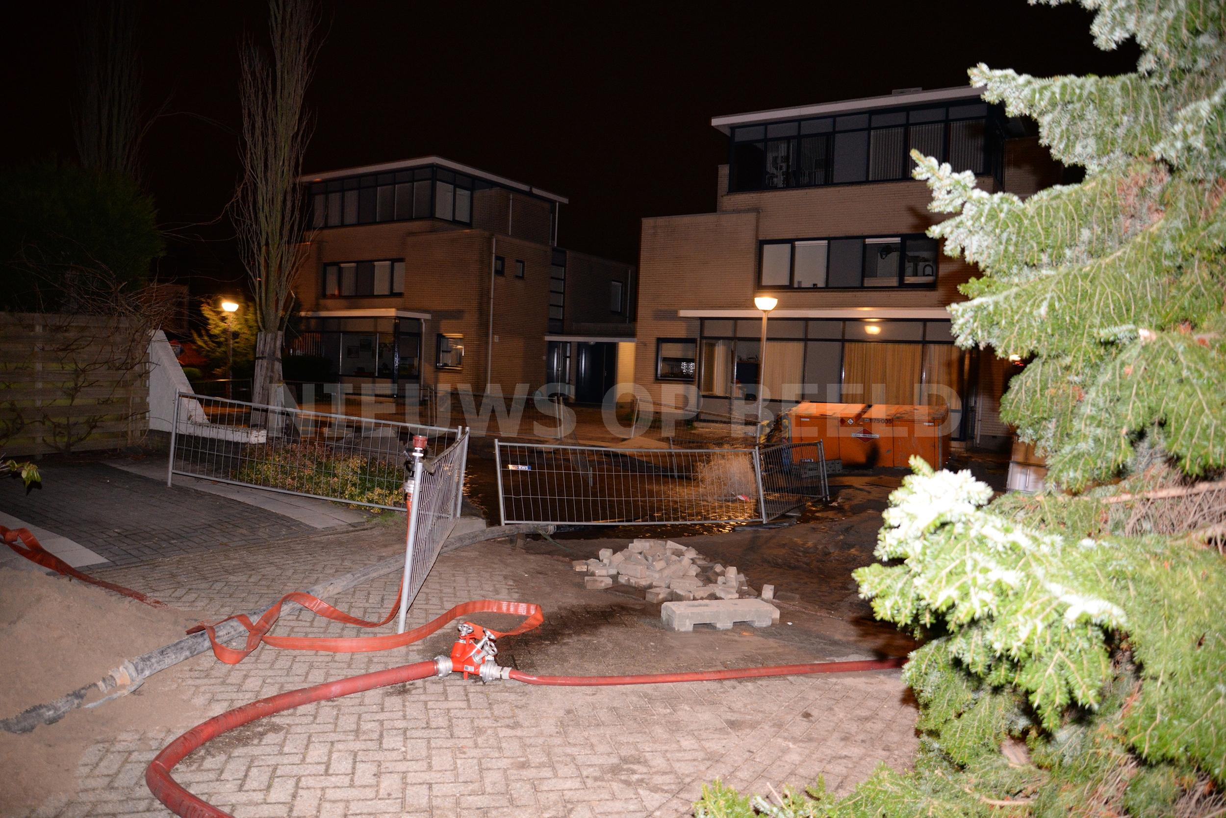 Bewoners ontruimd na water- en gaslekkage Bellinistraat Capelle a/d IJssel (VIDEO)