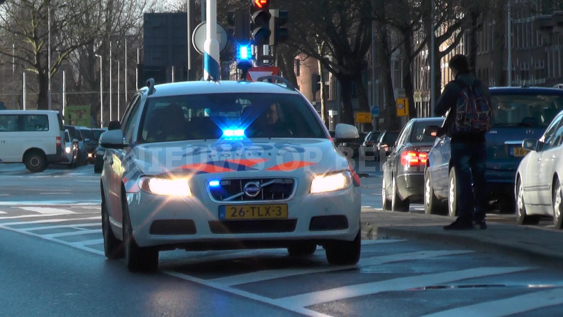 "Politie achtervolgd ""naakte"" man in auto in Drunen"