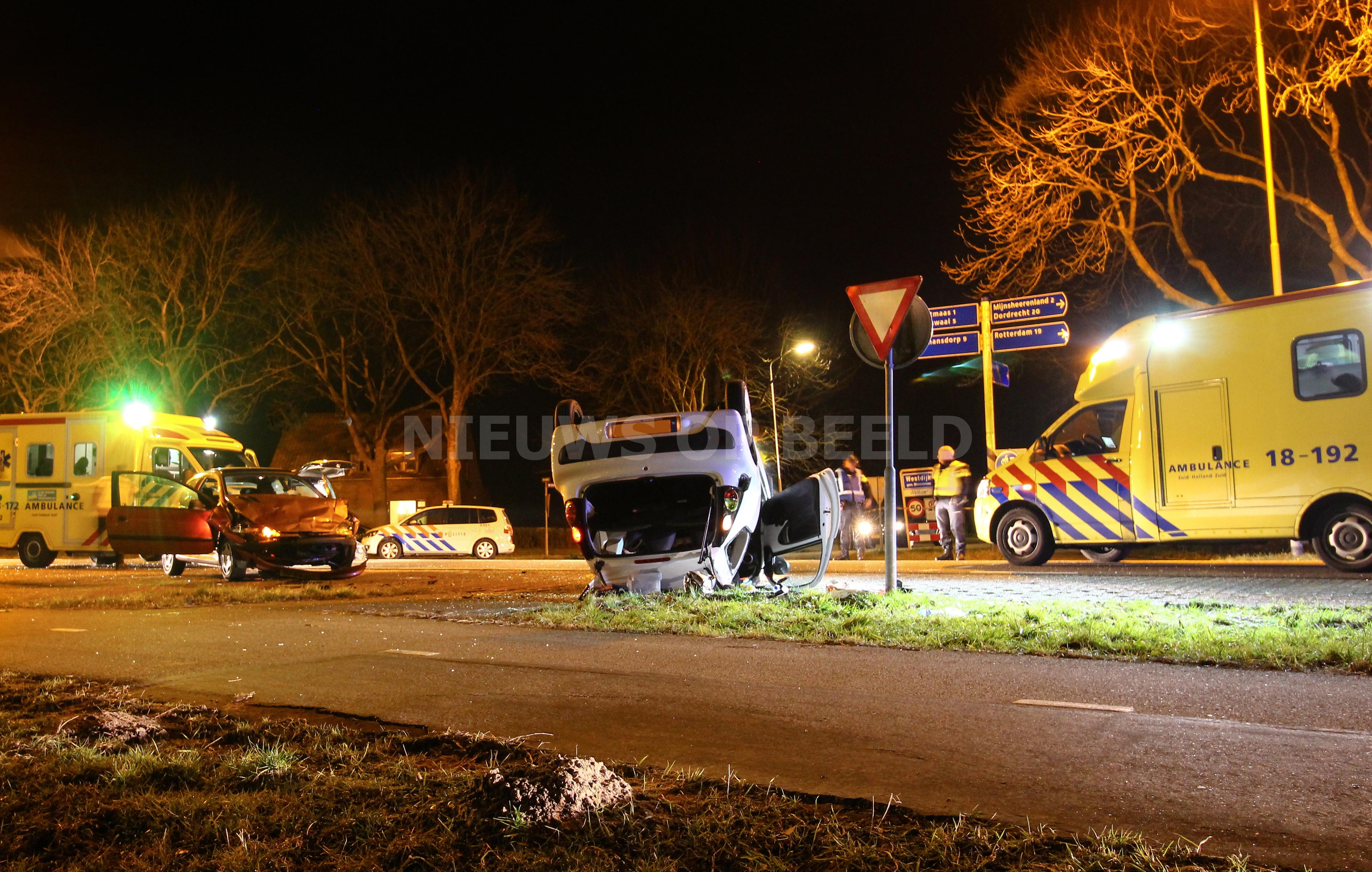 Twee gewonden na ongeval op kruising Westdijk / Maasweg Mijnsheerenland