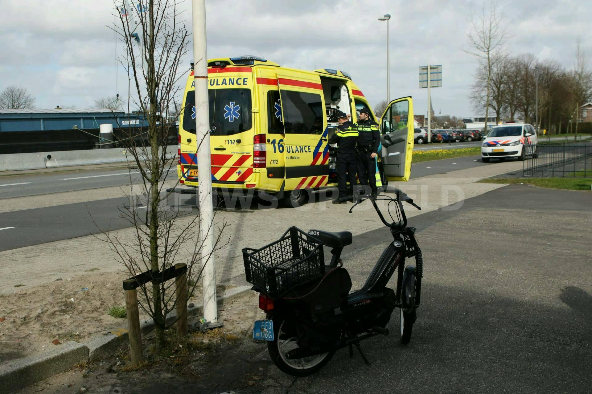 Brommerrijder gewond na ongeval Rijndijk Hazerswoude