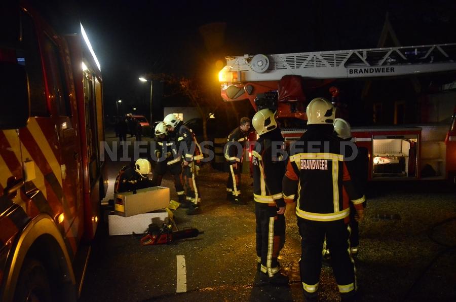 Middelbrand in woning met rietenkap aan de Bosweg in Stolwijk