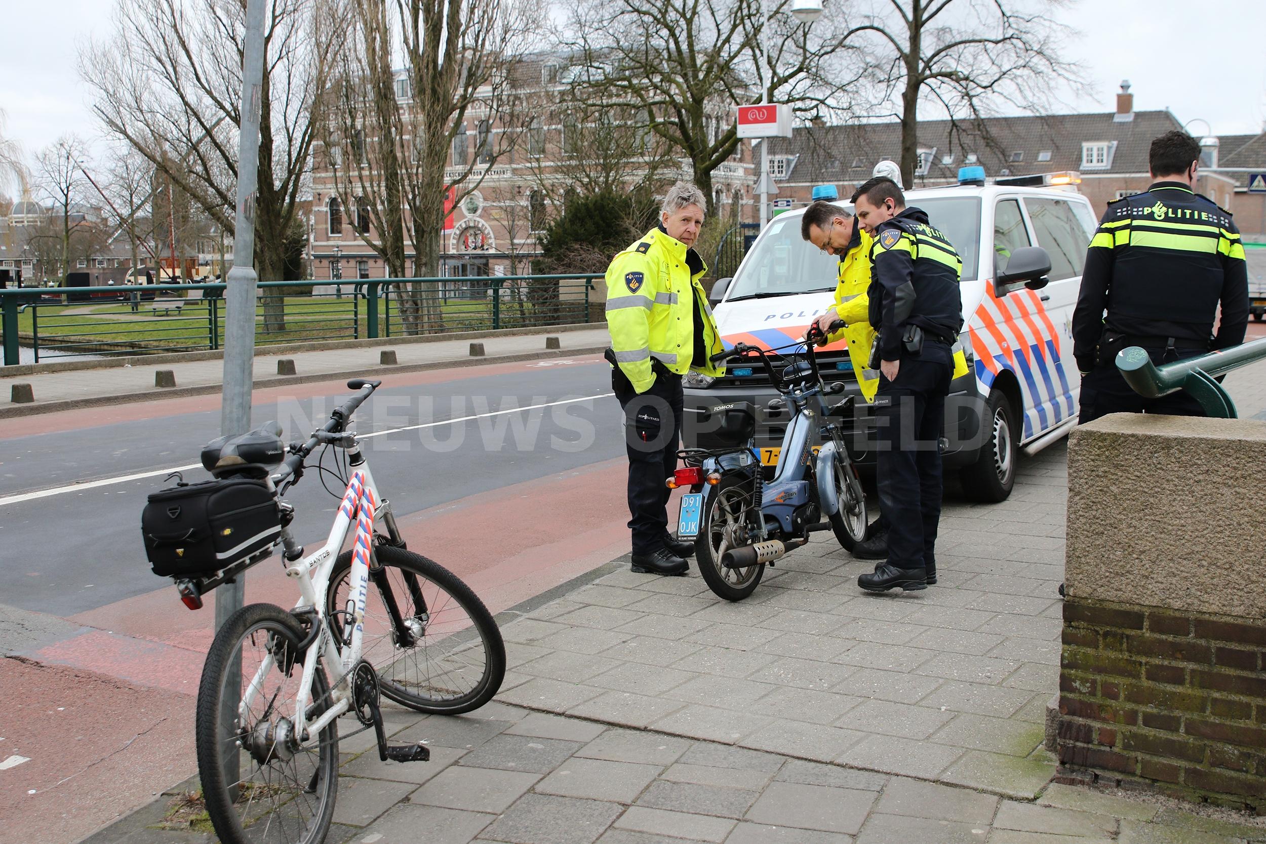 Gewonde op scooter na ongeval met auto Witte Singel Leiden