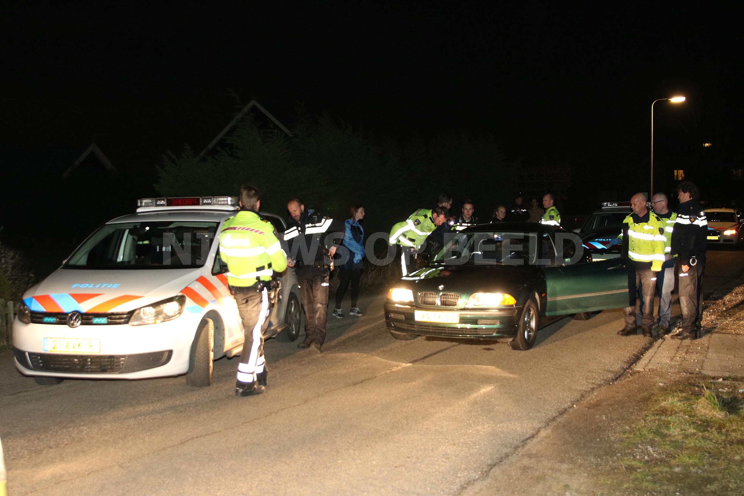 Politie achtervolging uit Delft eindigt met beet door politiehond en aanhouding van vier verdachten in Roelofarendsveen