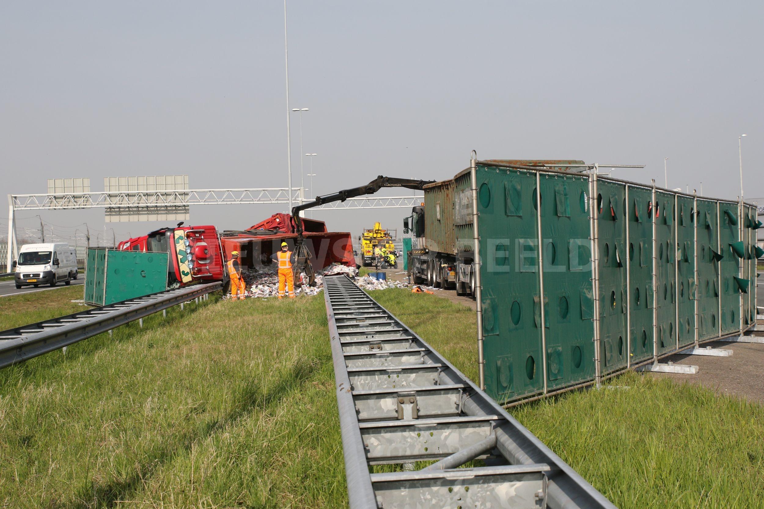 Bestuurder gekantelde vrachtwagen op de A4 bij Roelofarendsveen was mogelijk onder invloed