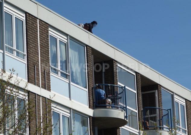 Verwarde man houdt hulpdiensten uren bezig Lakerveld Rotterdam - Nieuws op Beeld