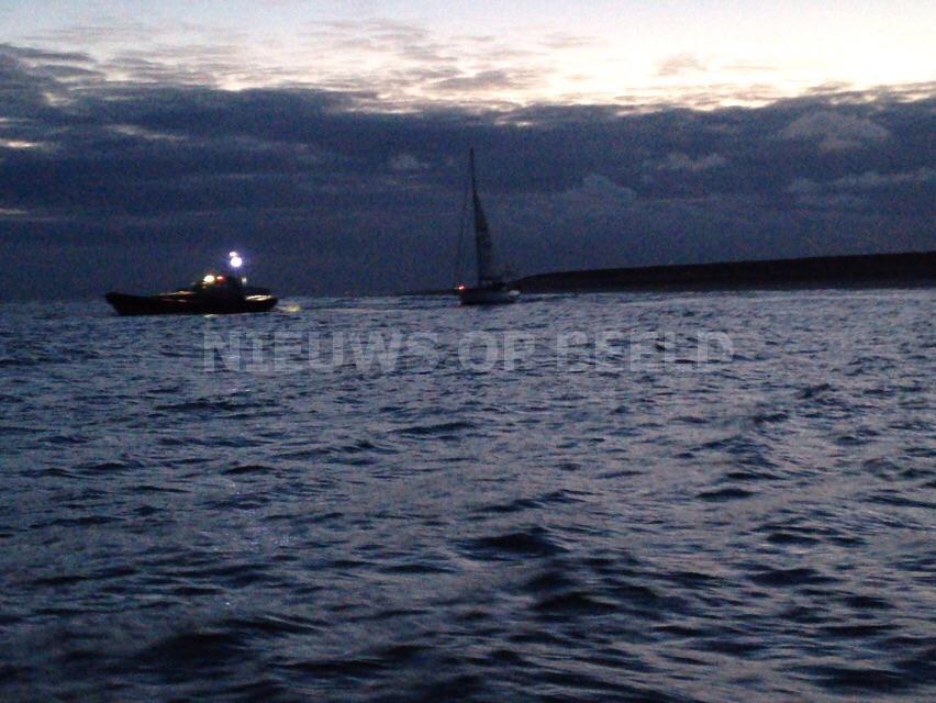 KNRM Reddingsboten uitgerukt voor vastgelopen zeiljacht 2e Maasvlakte Rotterdam