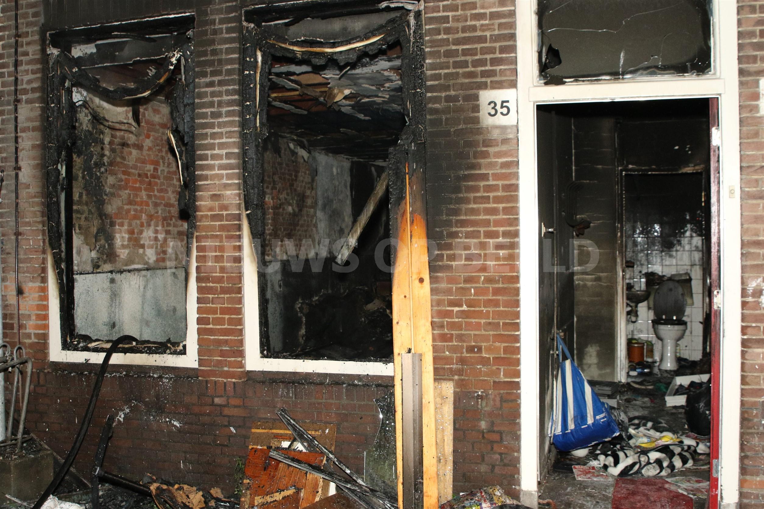 Benedenverdieping woning brand volledig uit Seringenstraat Leiden