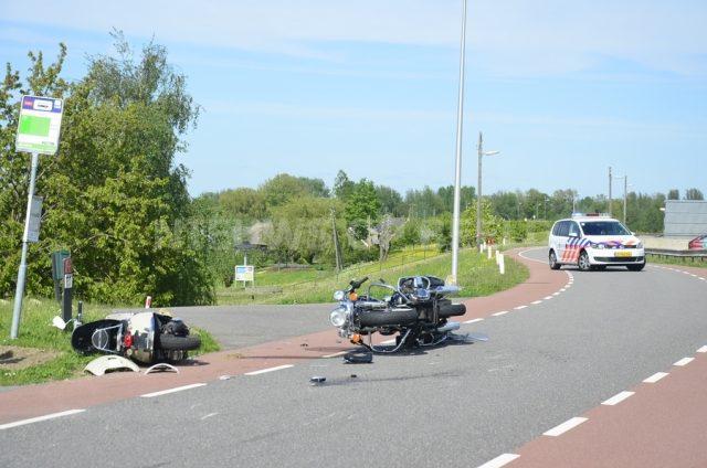 Twee gewonden na aanrijding tussen motor en scooter Opperduit Lekkerkerk - Nieuws op Beeld