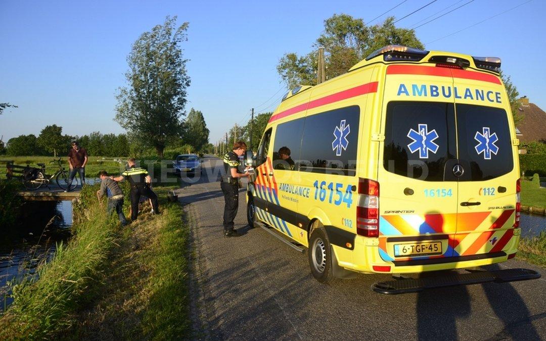 Vrouw met scootmobiel raakt te water langs de Opweg in Schoonhoven