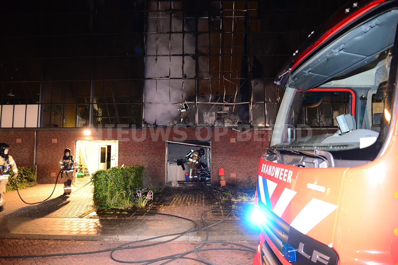 Uitslaande brand verwoest garagebox en opbouwkas gerardus for Gino krimpen aan den ijssel