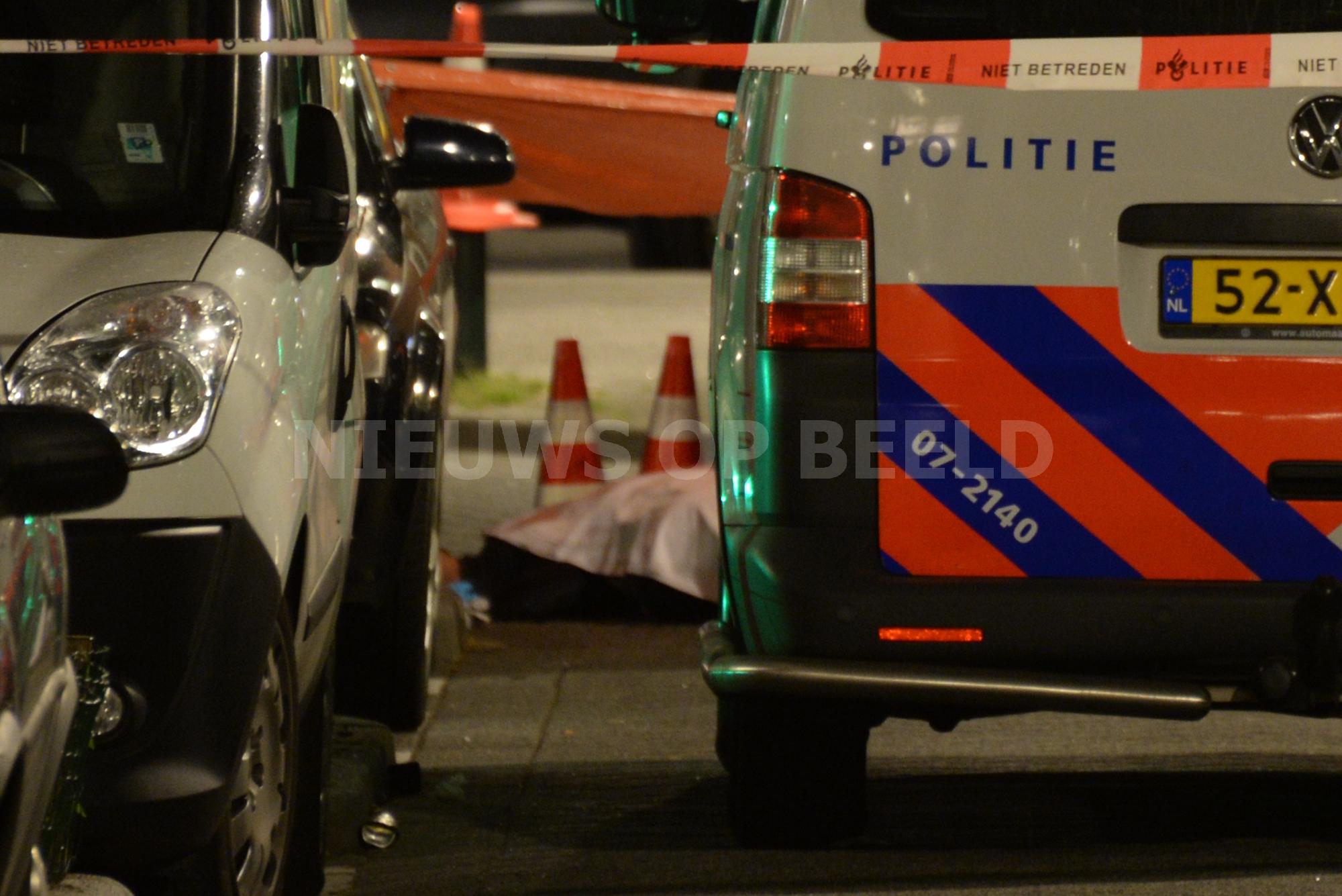 Man overleden na schietpartij Essenburgstraat Rotterdam (video)