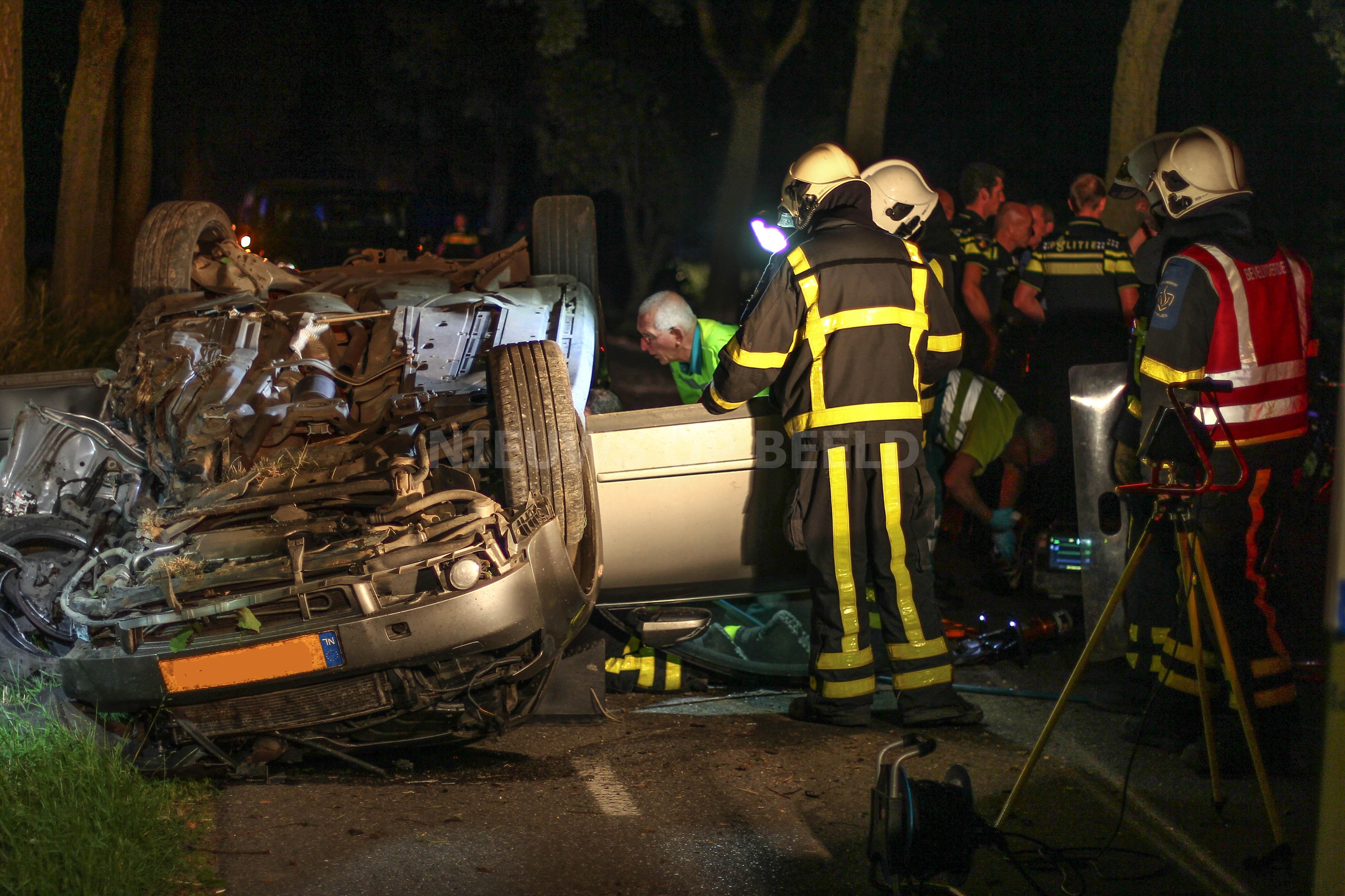 Bestuurder zwaargewond na éénzijdig ongeluk Weelsedijk Strijen